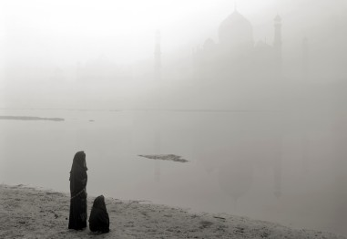 Delicate outlines in fog of Taj Mahal